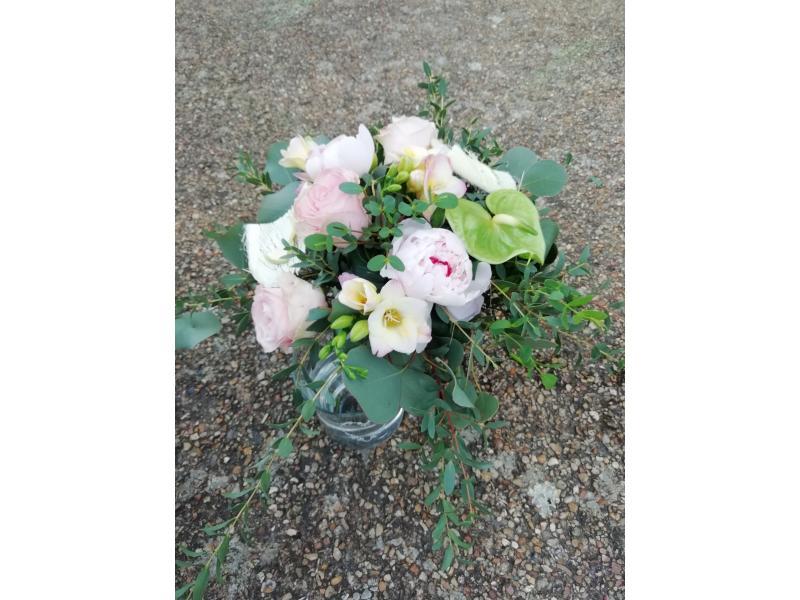 Mélange fleurs pastels + son vase