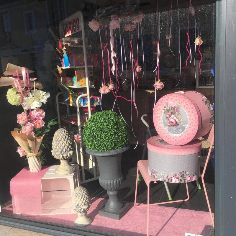 Vitrine rose - Boulangerie Pâtisserie LECOMTE de Montfort-le-Gesnois