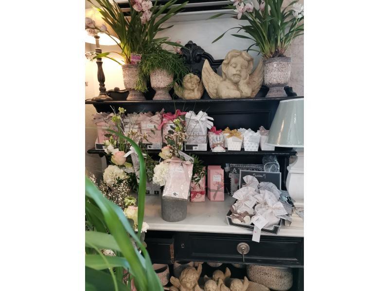 Notre meuble ST HUBERT, avec ses sachets MATHILDE M, Ses Savons...Ses orchidées!