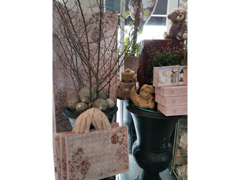 Boules en poteries, sacs Cabas, tout est fait pour vous faire plasir !