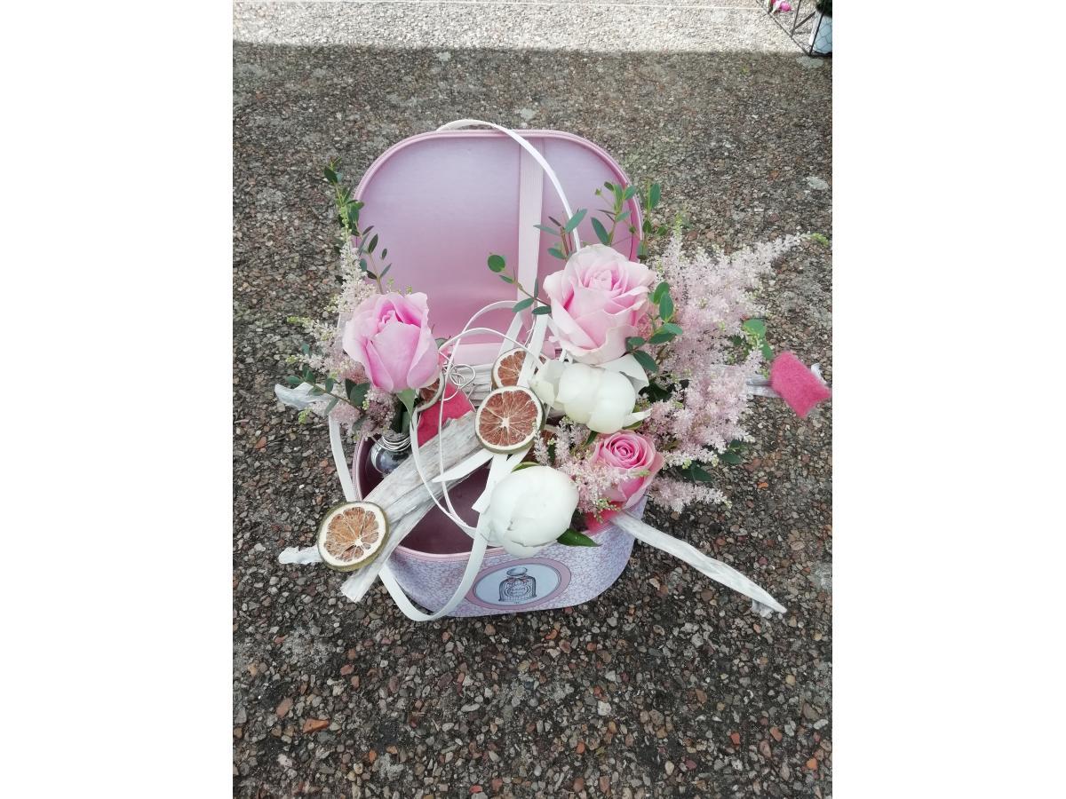 Trousse de toilette et sa décoration florale